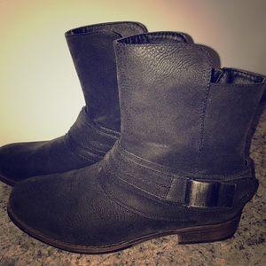 Crown Vintage NWOT Ankle Boots